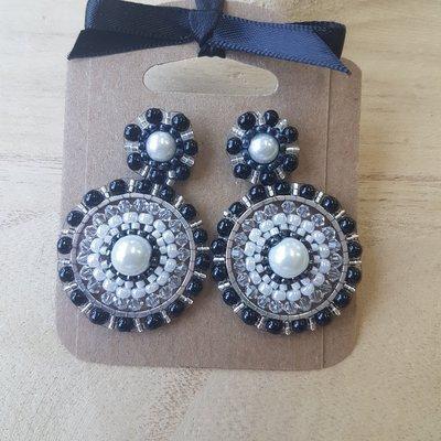Oorstekers met zwarte barok oorhangers, handmade