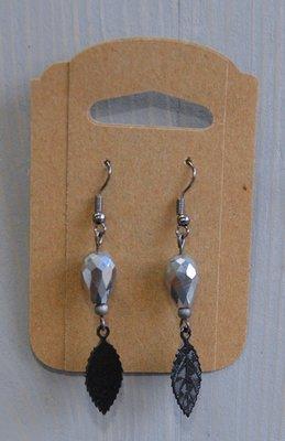 Oorhangers black nickel, zilver met zwarte bladhanger