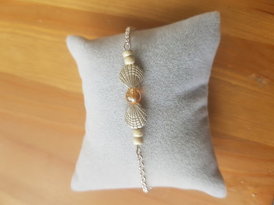 Silver plated armbandje met schelp en glaskraaltjes