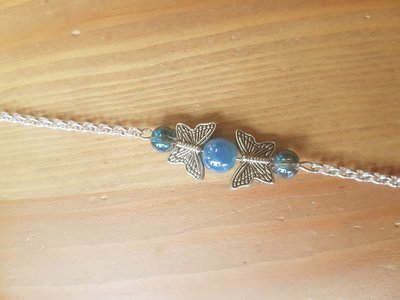 Silver plated armbandje met blauw/grijze glaskraaltjes vlinderkralen