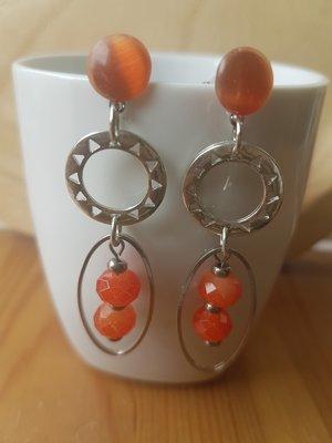 Zilveren oorhangers met steker oranje facetkralen