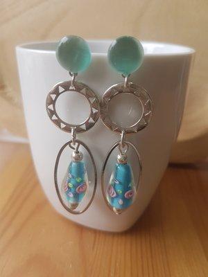 Zilveren oorhangers met steker licht blauwe druppels
