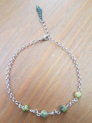 Enkelbandje van plated silver met geel groene natuursteen agaat