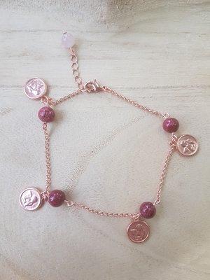 Enkelbandje van rose ketting met agaat kralen en rose bedels