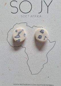 Handgemaakte oorknoppen wit zilver