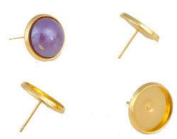 Metalen oorstekers met kastje